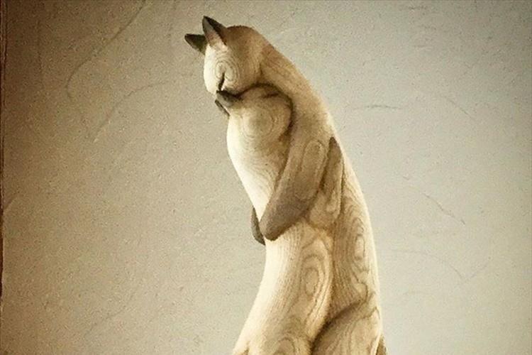 心に寄り添う温もりとフォルム。まるで生きているかのような木彫作品に癒される