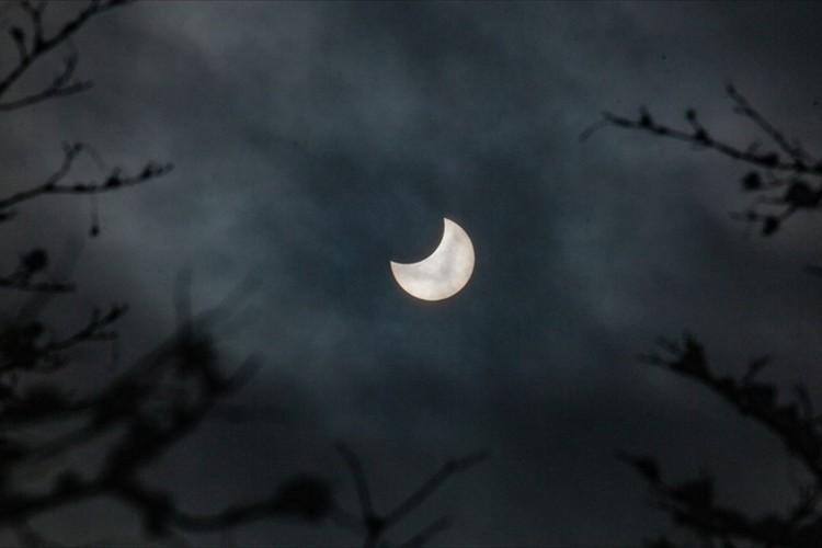 これは見逃せない!6月21日の夕方、日本全国で部分日食が見られます!