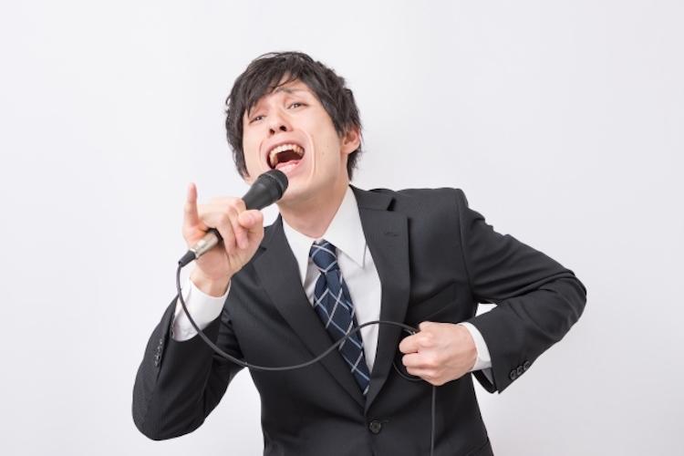 カラオケで盛り上がる男性ボーカル曲10選!歌いやすい定番曲を厳選してみた