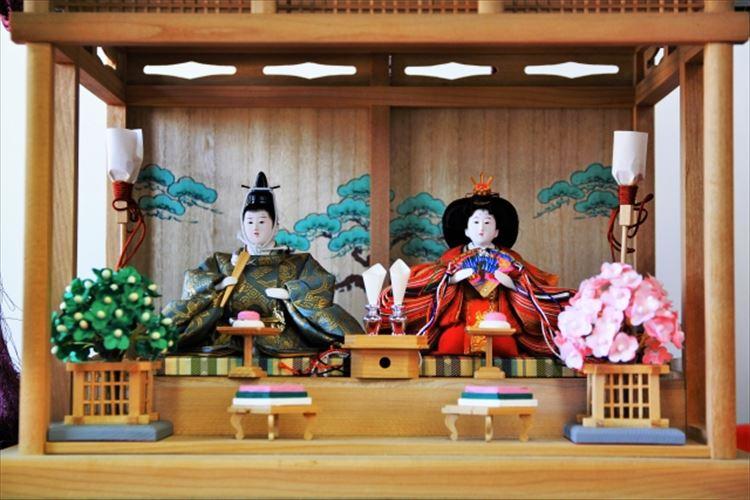 雛人形の並べ方は時代や地域によって違いがあるって知っていました?