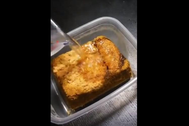 アマノフーズのチキンカツカレーは脳がバグる感覚で面白い!お湯をかけると・・・