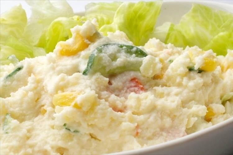 「母親ならポテトサラダくらい作ったらどうだ」高齢男性の発言がTwitterで大きな話題に