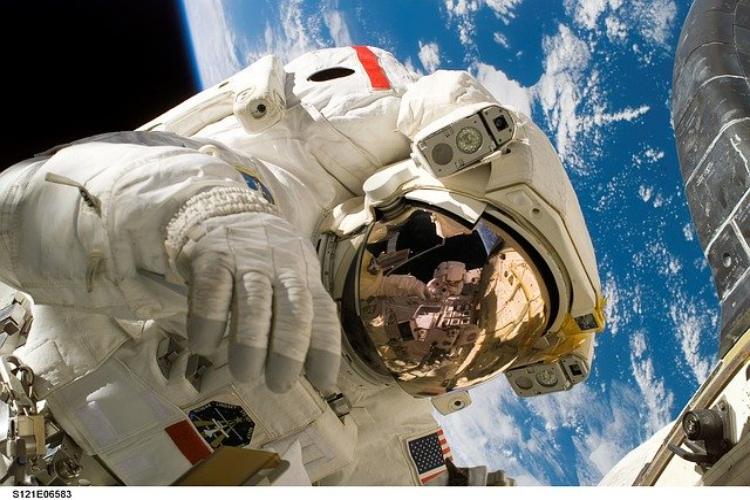 宇宙服の値段は1着どのくらい?1億円、5億円・・・それとも10億円?