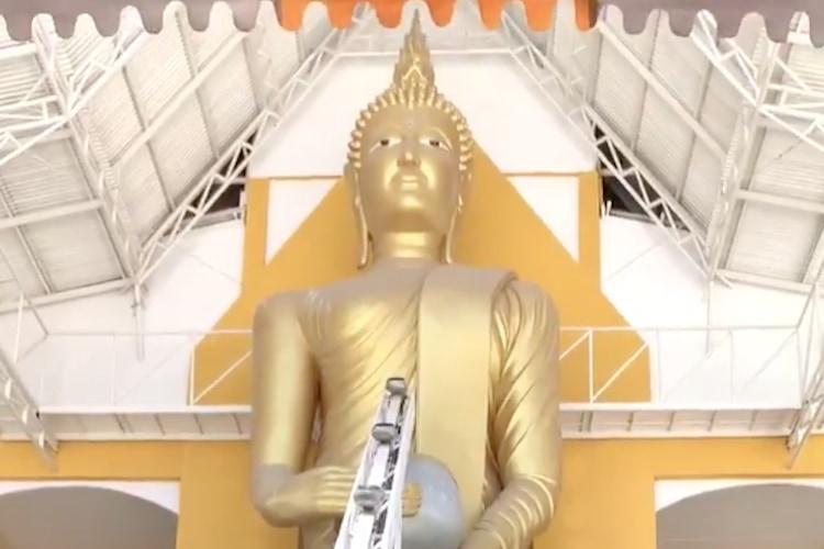 自動化!?タイの寺院で行われている現代風なお賽銭のあげ方にニヤリ