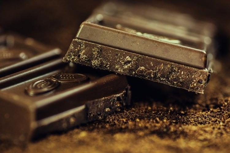 チョコが変色するブルーム現象ってなんだ?!夏に一度は経験したことがあるかも?