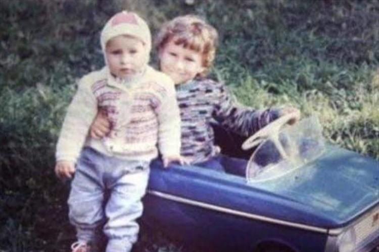 僕たちの故郷だから。原発事故から30年ぶりにチェルノブイリに戻った兄弟の行動が感動的!