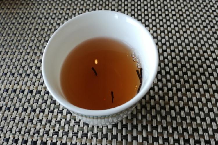 茶柱が立つとなぜ縁起がいいの?そもそも茶柱とはなにか、その正体を追った!!