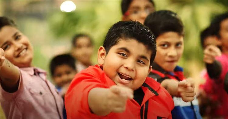 【おもしろ動画紹介】2014年のインドのぽっちゃり少年が踊るキレッキレのダンス動画が再注目!