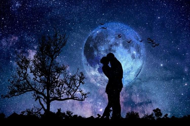 同月中の2度目の満月を指す「ブルームーン」、2020年は10月に見られます!!