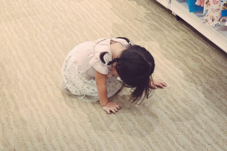 とある事を言われて落ち込む2歳の娘・・・この世の終わりみたいな絶望感の表現が可愛い(笑)