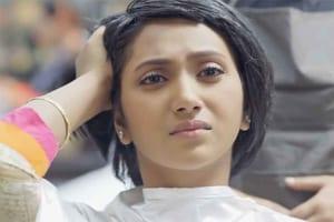「髪を短くしてください...」美しく長い黒髪をバッサリと切った理由が心に響く