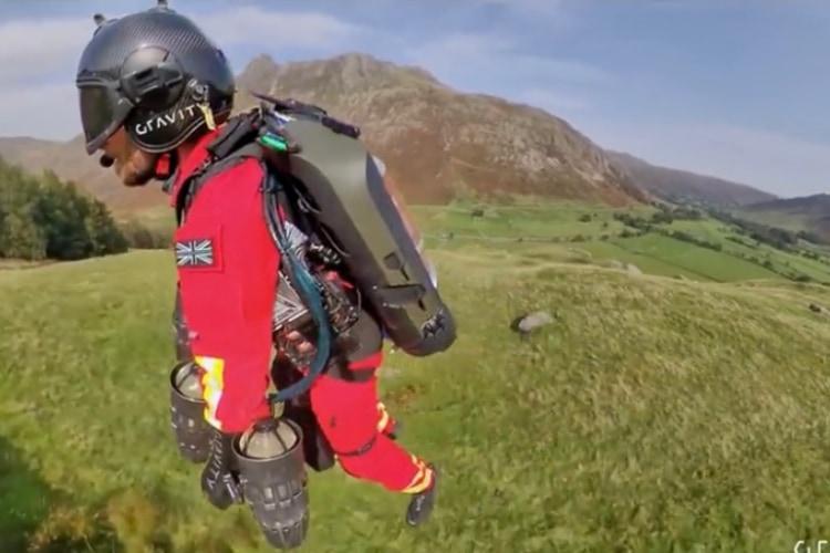 空飛ぶジェットスーツの力で徒歩25分の現場に90秒で到着!今後レスキュー現場で活躍するかもしれない最新装置が凄い!