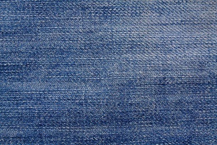 「インディゴブルー」ってどんな色?藍色やネイビーブルーとの違いは?