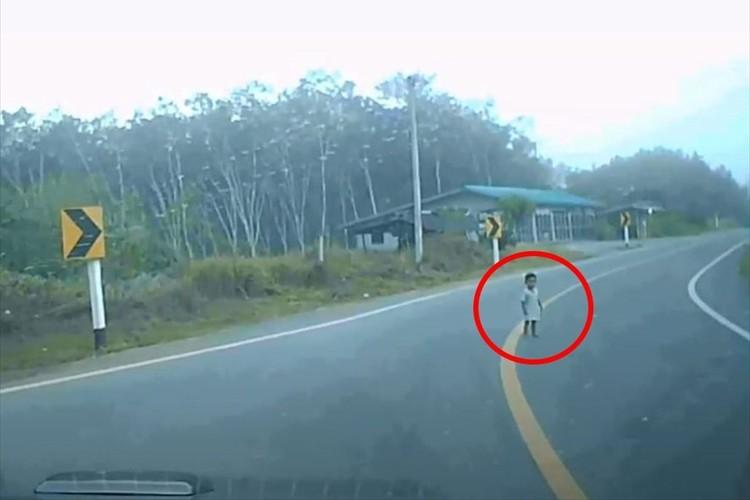 注意を怠らなかった上、やさしさ溢れる対応。ドライバーのあるべき姿を示した男性が話題!