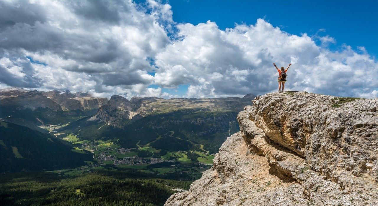 登山中にやまびこを聞くために叫ぶ「ヤッホー」この言葉の由来はなに?そしてやまびこはなぜ起こる?