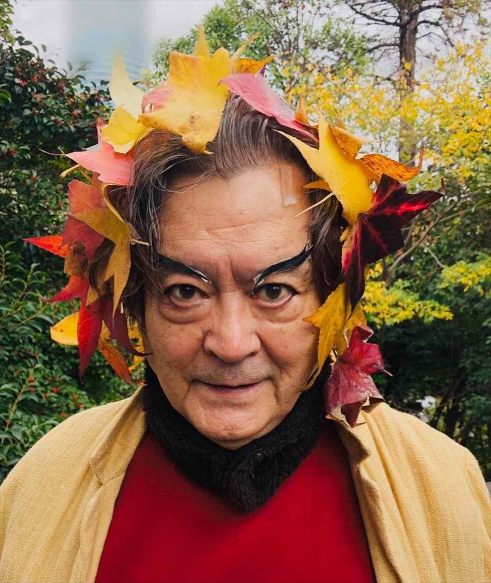大和田伸也が披露した煉獄杏寿郎のコスプレがインパクト抜群!落ち葉を有効に活用(笑)