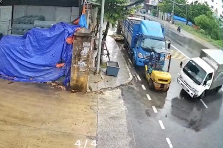 【動画】雨の日の奇跡!制御を失ったトラックが、カーアクション映画のような駐車をキメる