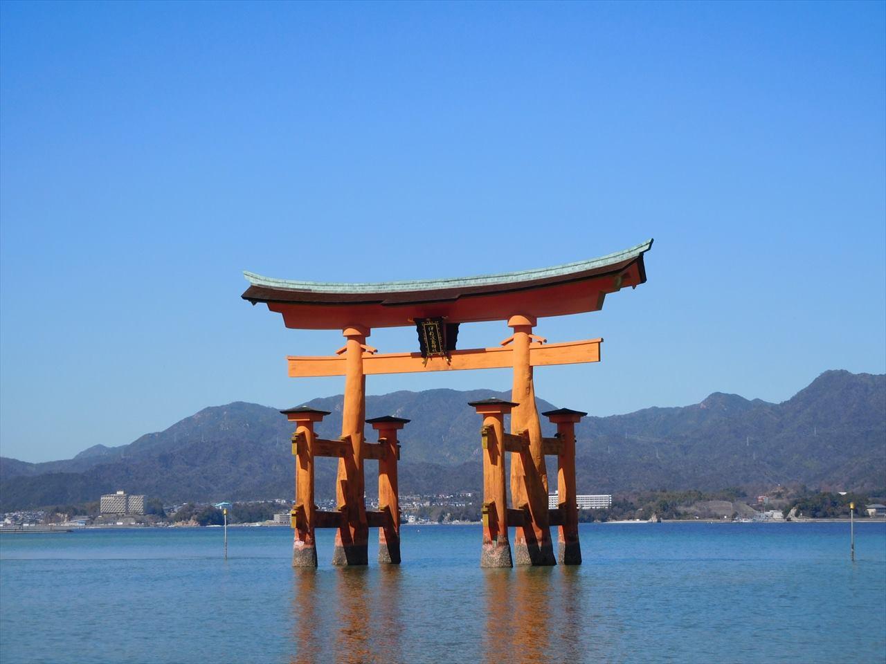 """修繕中でも美しすぎる!厳島神社・大鳥居のライトアップ""""修繕中バージョン""""が幻想的!"""