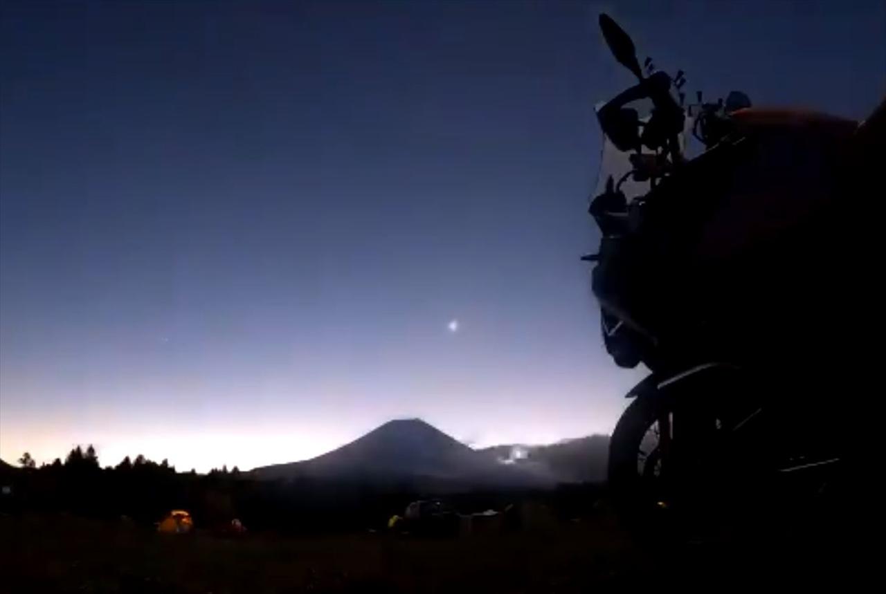 """GoProで日の出を撮ろうと意気込むも・・・設定を間違え、""""この世の終わり""""のような映像が撮れていた(笑)"""