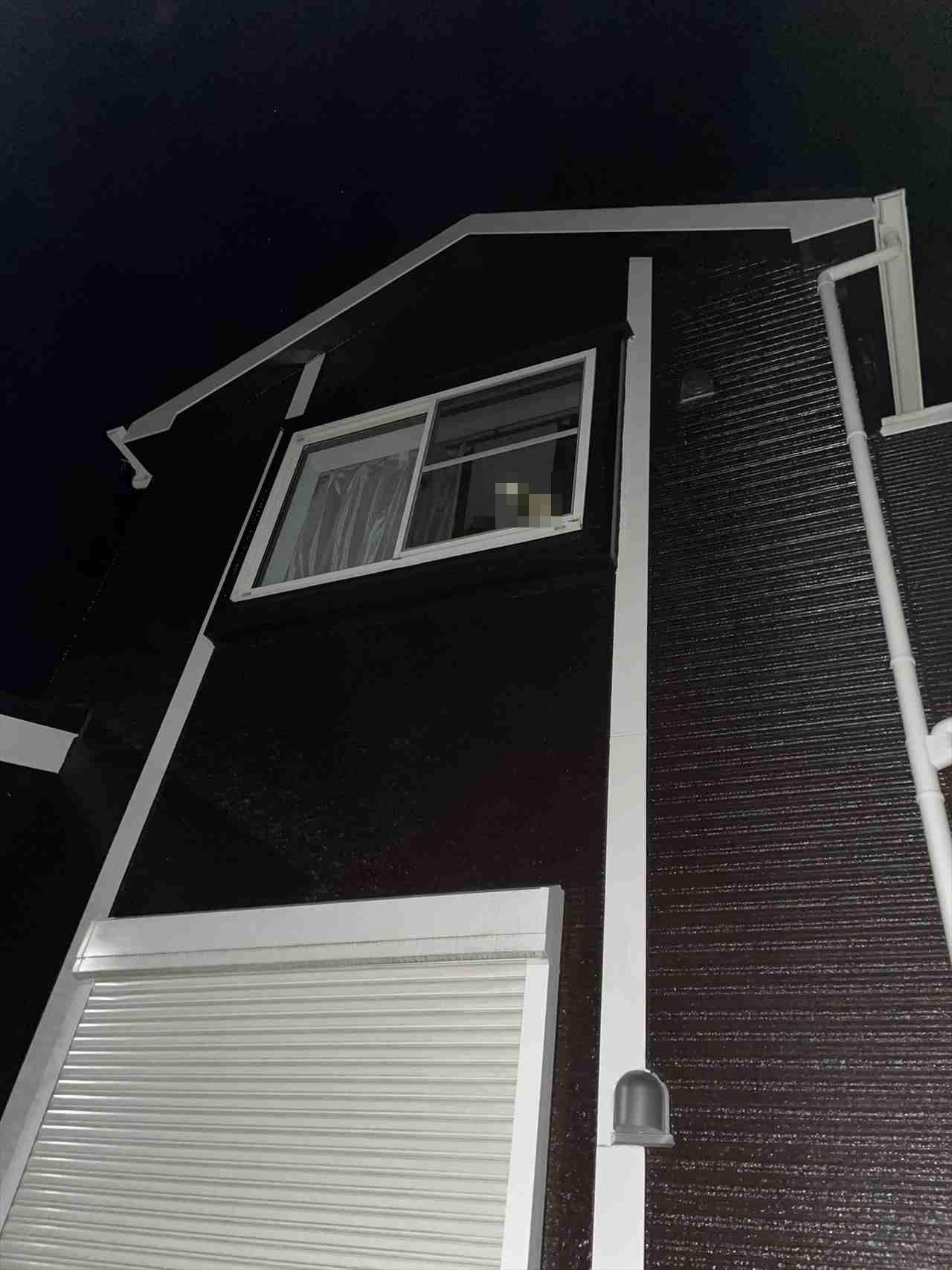これは激オコですわぁ・・・帰宅すると、二階の窓から注がれていた恐怖の視線が話題に!