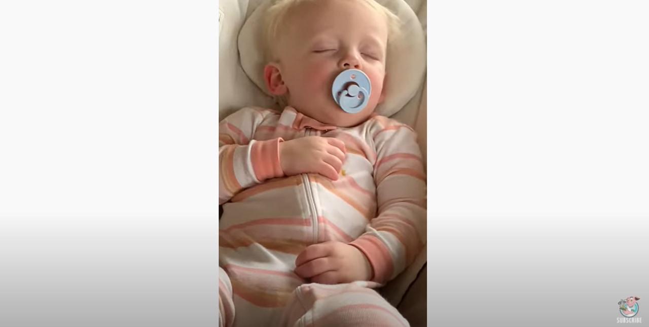 全然起きない赤ちゃんでも魔法の言葉「クッキー」を聞くと飛び起きるのが超かわいい!