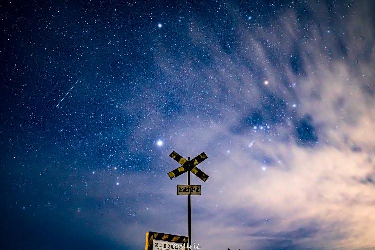 なんて神秘的で美しいショット!ふたご座流星群の流れ星を捉えた幻想的な写真が話題に!
