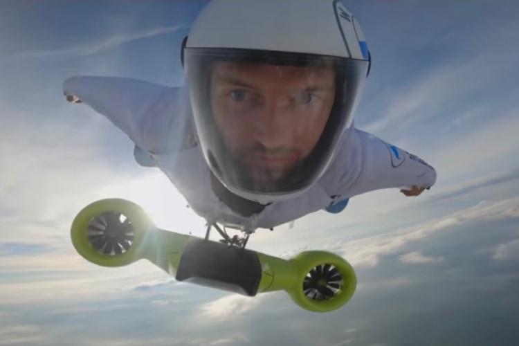時速300kmで空を飛ぶ電動ウイングスーツ!?BMWが凄いの開発しちゃったらしい!