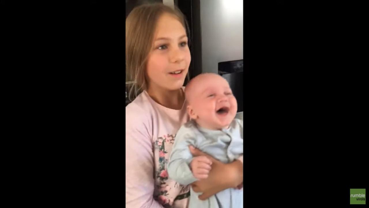あなたはこの笑いに耐えられる?最強の誘い笑い赤ちゃんの魔力にメロメロ!