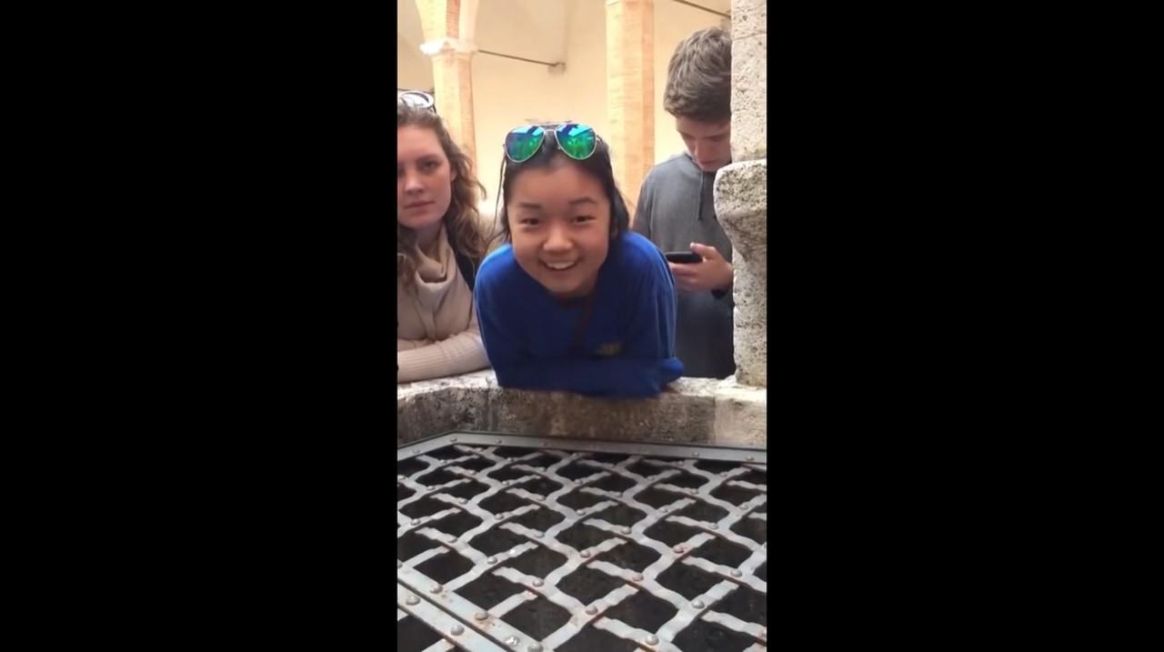 天使の歌声!井戸に向かって歌うハレルヤが素敵すぎる