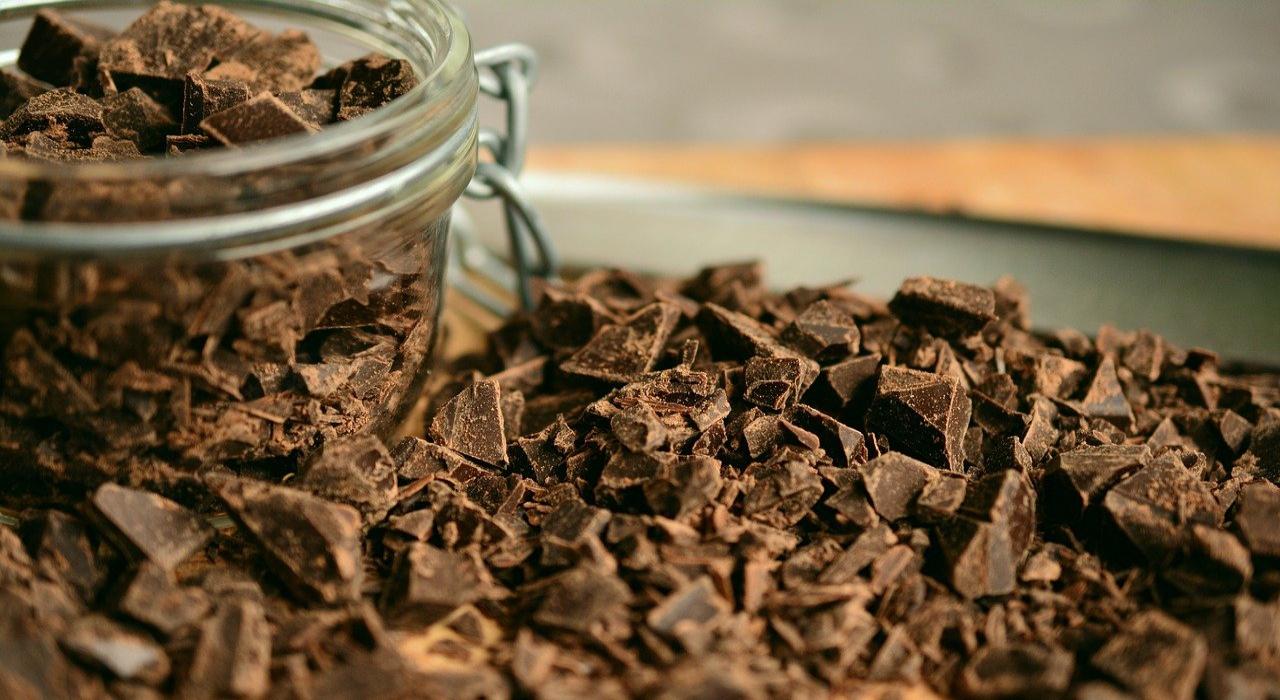 お菓子の成分表に書かれている「準チョコレート」ってなに?チョコレートとは何が違うの?