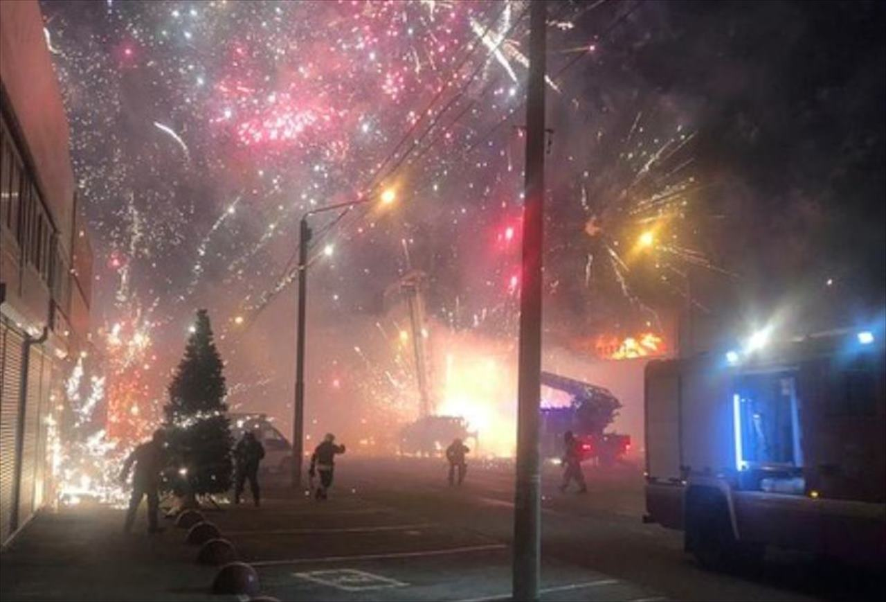 ロシアの花火倉庫で火災発生!大量の花火に引火し、閃光と爆発音で周囲は騒然