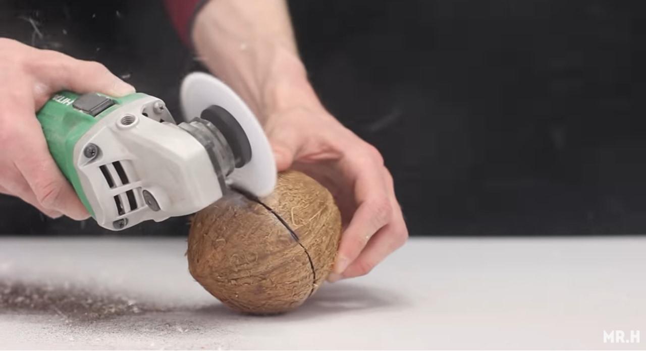 紙であんなものまで切断!?紙を高速回転させて刃物にする実験動画が凄い!