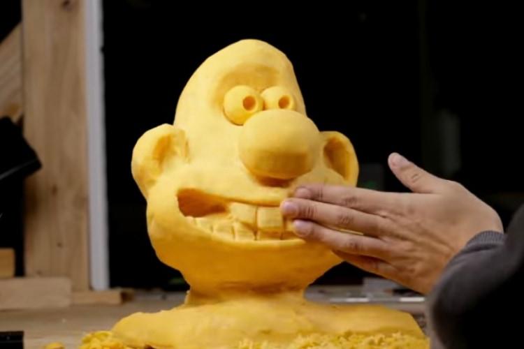 巨大なチーズを使ってアニメのキャラクターを彫刻するストップモーション動画が凄い!
