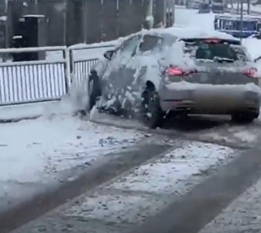 【衝撃映像】15分間で6台も事故!ロンドンで魔の交差点出現?