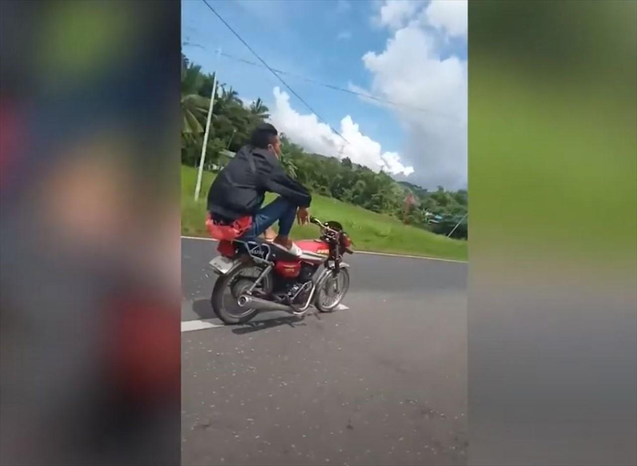 【驚愕動画】マジかよっ!?手を使わずにバイクを乗りこなす、信じられない光景が話題に!