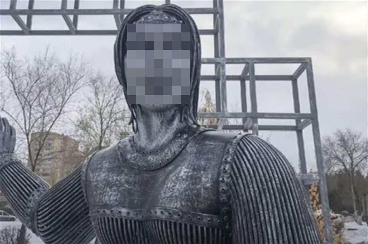 ロシアのとある村に設置された少女の像。不気味すぎると話題になり、撤去される事態に!