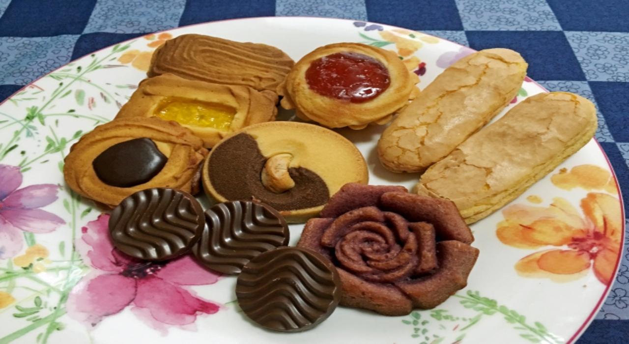 クッキーの一種「ロシアケーキ」は、ロシアから伝わり日本で命名されたお菓子