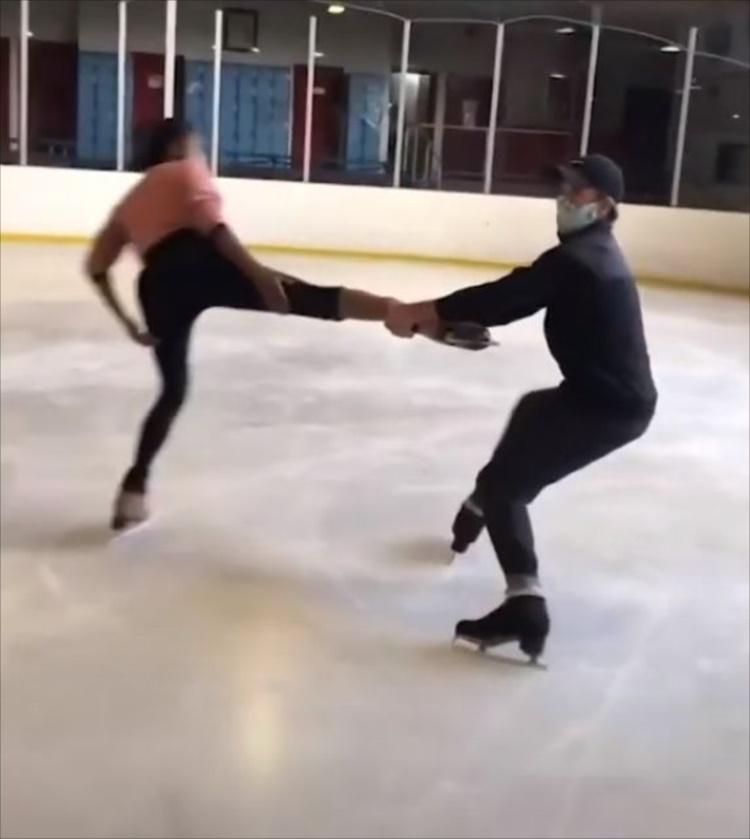 氷の上でぐるんぐるんジャイアントスイング!頭が叩きつけられそうな瞬間が怖すぎる!