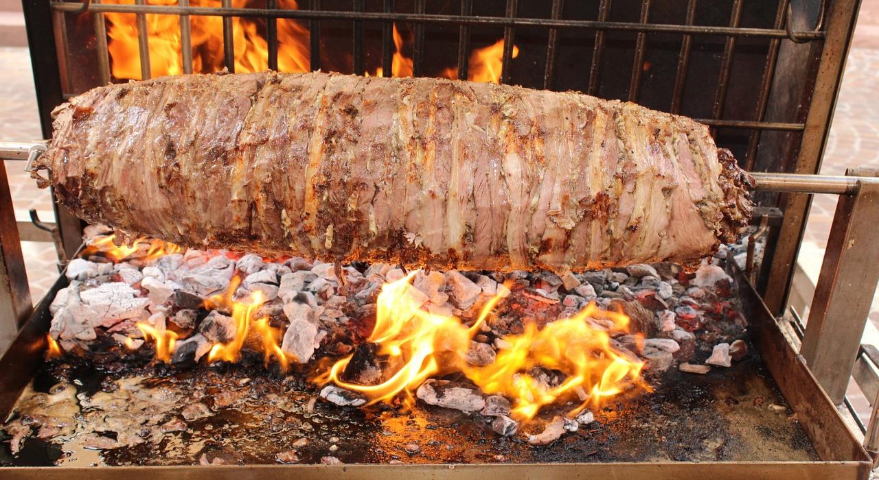 おいしい「ケバブ」ってどこの国の料理?なんの肉を使っているの?シシケバブとドネルケバブの違いは?