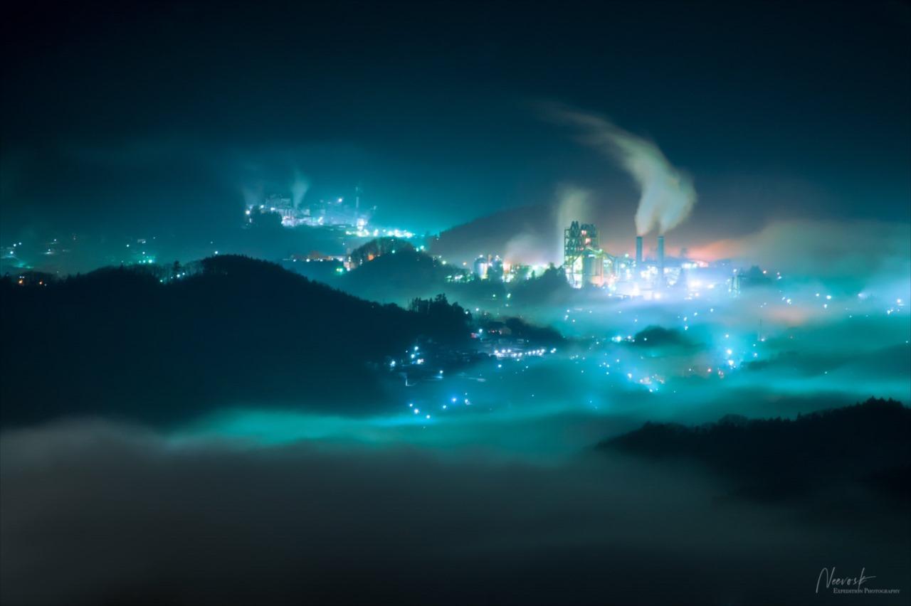 """濃霧と青信号により""""ミッドガル""""と化した埼玉の光景が幻想的だと話題に!"""