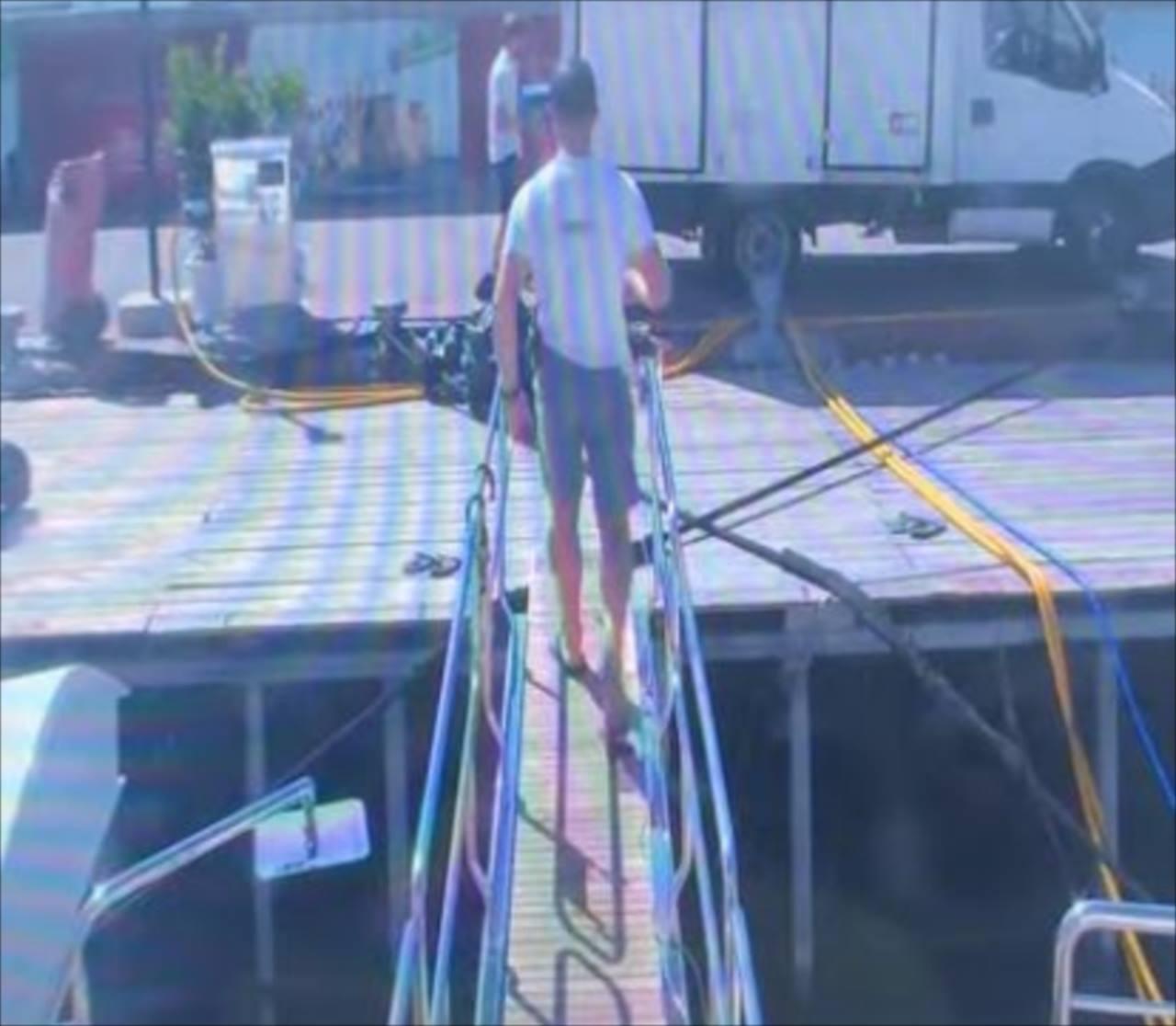 これは予想できなかった・・・水を配達している男性にトンデモナイ悲劇が発生!