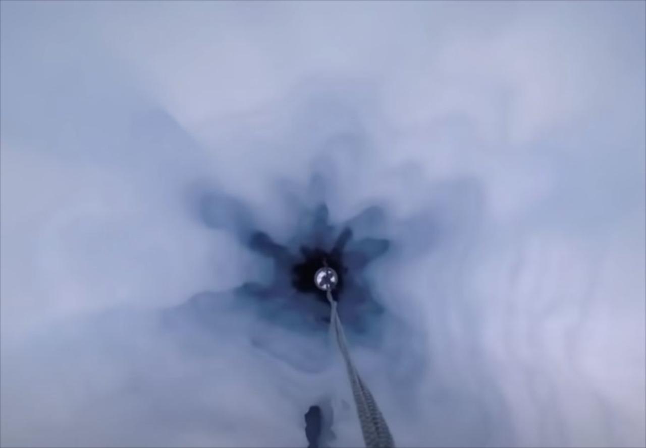 """一体コレは何!?南極の厚さ900mを誇る棚氷の下で""""未知なる生物""""が発見される!"""