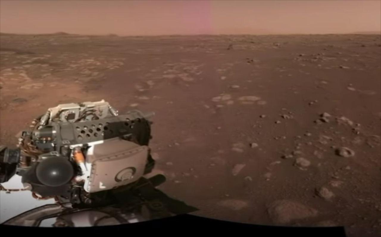 NASAが火星への着陸成功の瞬間を公開!パラシュートが展開されて砂ぼこりが舞い上がる!
