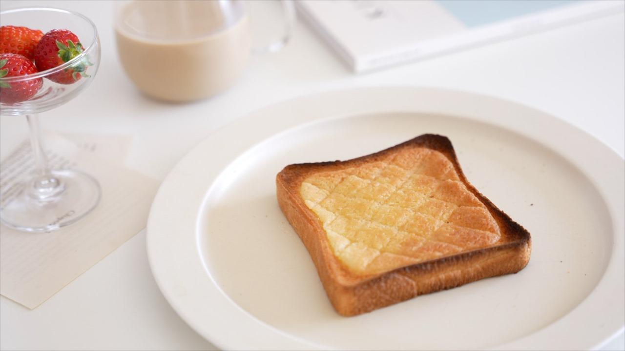 """想像以上にしっかりとメロンパンで感動!""""10分で作れるメロンパントースト""""が美味しそう!"""