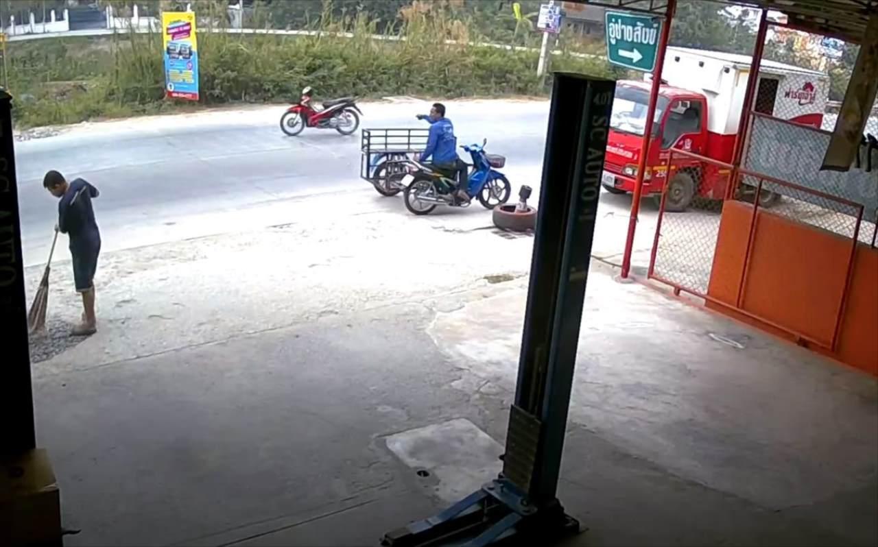 ライダーがいない!?目の前を通り過ぎていったゴーストバイクに困惑・・・監視カメラでその理由が判明!