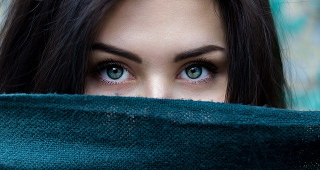 あなたの利き目はどちら?簡単な利き目の調べ方や役割を紹介!