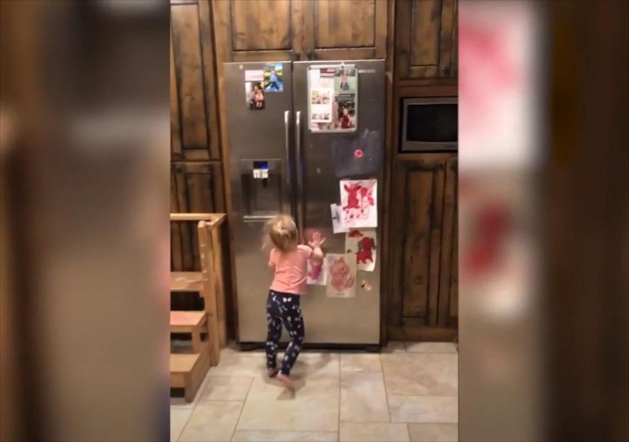 3歳の子供でもあなどってはいけない・・・届かない所に隠したはずのお菓子が強奪される(笑)