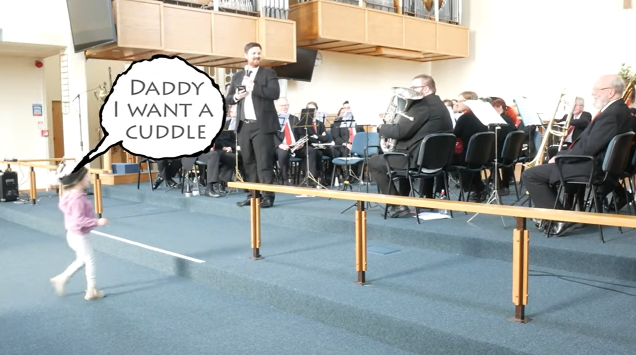 コンサート中のパプニング!オーケストラのパパが好きすぎる女の子がとった行動でホッコリムードに