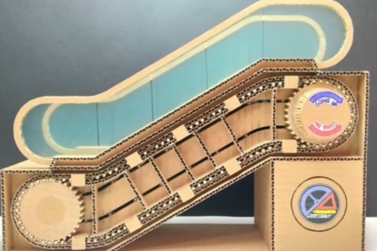エスカレーターってどういう構造?の疑問に答えるために、ダンボールで自作しちゃった!