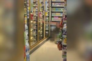 【恐怖映像】とんでもなく巨大な生物がスーパーを襲撃!暴れ回って店内はパニックに・・・